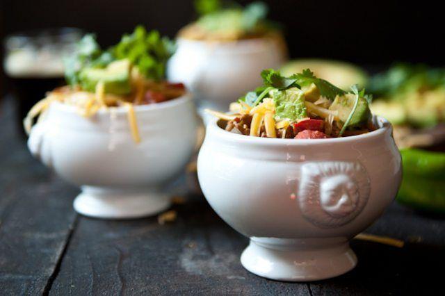 Geniet die smaakvol chorizo, Hatch Chili en gerook Porter chili.