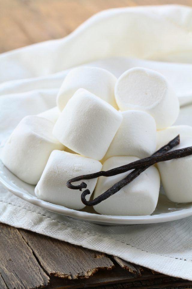 Plaat van marshmallows met vanielje boontjie