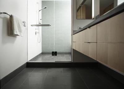 Hoe om Kies Vloer Tile vir `n klein badkamer