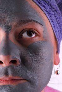 A masker help skoon groot porieë.