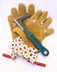 Vuil leer werk handskoene moet gereeld skoongemaak word.