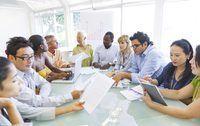 Groot rondetafel vergadering met werknemers
