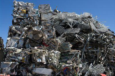 Herwinning skrootmetaal hou dit uit stapels up Dump.