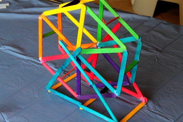 Hoe om te maak `n Ferris Wheel Uit popsicle stokke