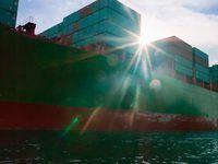 `N vragskip is `n drywende pakhuis van houers en goedere.