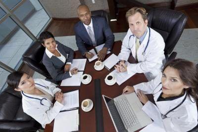 Gesondheidsorg bestuurders toesig ander werkers.