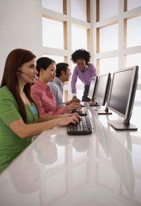 Spanne saamwerk óf via rekenaar of fisies na veiligheid beleid leer.