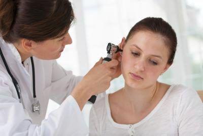 Dokter soek in oor
