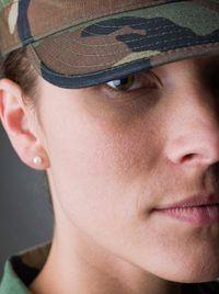 Army kapteins is verantwoordelik vir die leiding van soldate in die geveg.