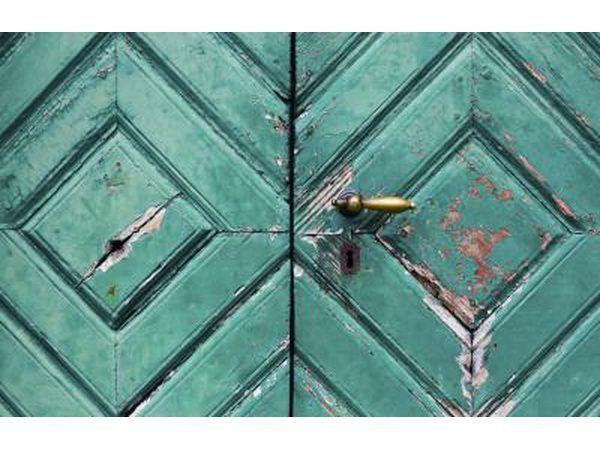 Brons deurhandvatsel op akwamaryn deure